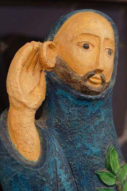 monaco in ascolto,statua in gesso policromo